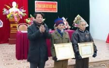 Nghĩa Đàn trao tặng Huy hiệu Đảng cho 80 đảng viên