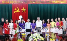 Lãnh đạo huyện Nghĩa Đàn chúc mừng cán bộ, nhân viên nữ nhân ngày 8/3