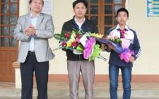 Trao thưởng cho học sinh đạt giải cuộc thi KHKT cấp Quốc gia