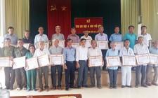 Trao tặng huy hiệu 45 năm tuổi Đảng cho 30 đảng viên