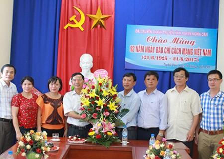 Huyện ủy, HĐND, UBND, UB MTTQ huyện và các cơ quan, đơn vị chúc mừng Đài TT -TH nhân kỷ niệm 92 năm ngày báo chí cách mạng Việt Nam