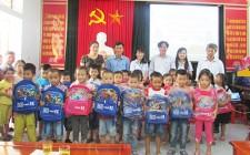 Công ty mía đường NaSu trao gần 1200 suất quà cho học sinh Nghĩa Đàn