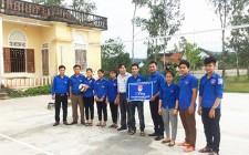 Huyện đoàn Nghĩa Đàn tặng sân bóng chuyền cho chi đoàn vùng đồng bào có đạo