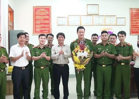 UBND huyện Nghĩa Đàn thưởng nóng ban chuyên án ma túy 917V