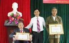 Trao Huy hiệu 70 năm tuổi Đảng