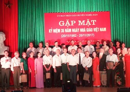 Nghĩa Đàn kỷ niệm 35 năm ngày nhà giáo Việt Nam