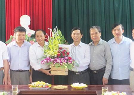 Lãnh đạo huyện chúc mừng nhân kỷ niệm 87 năm ngày thành lập mặt trận dân tộc thống nhất Việt Nam