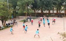 Cơ quan Huyện ủy và Ban CHQS huyện giao lưu bóng chuyền
