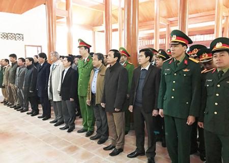 Lãnh đạo huyện Nghĩa Đàn viếng nghĩa trang liệt sỹ