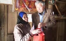 Nghĩa Đàn 100% hộ nghèo được nhận quà tết