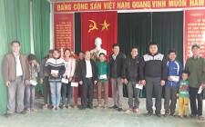 Huyện đoàn, MTTQ huyện Nghĩa Đàn tặng quà tết cho hộ nghèo