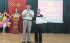 Đảng ủy xã Nghĩa Liên trao huy hiệu Đảng