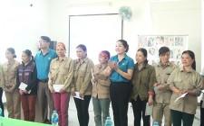 LĐLĐ Nghĩa Đàn tặng 17 suất quà cho công nhân có hoàn cảnh khó khăn
