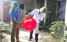 Giúp dân tiêu độc, khử trùng nguồn nước ăn