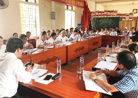 Đồng chí Lê Hồng Sơn, chủ tịch UBND huyện làm việc với xã Nghĩa Lợi