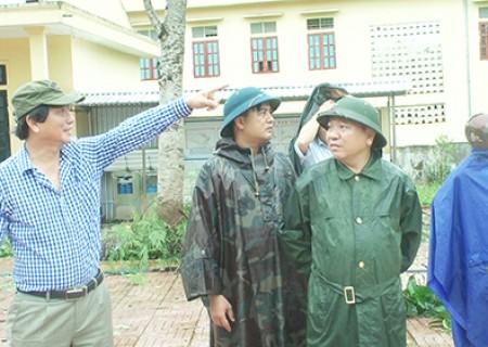 Đồng chí Lê Hồng Sơn chỉ đạo khắc phục hậu quả cơn bão số 3