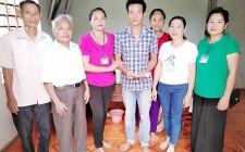 Trao tiền hỗ trợ cho bệnh nhân mắc bệnh nhiệm trùng máu