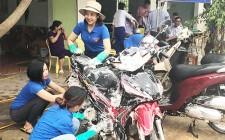 """Đoàn xã Nghĩa Trung rửa xe gây quỹ """"Ủng hộ người nghèo"""""""