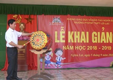 Đồng chí Phan Tiến Hải dự lễ khai giảng trường PTDTBT THCS Lợi Lạc