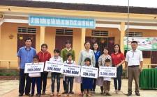 Trường Chính trị Nghệ An tặng quà học sinh nghèo trường Tiểu học Nghĩa Mai B