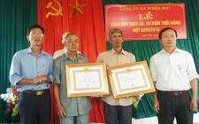 Nghĩa Mai trao tặng Huy hiệu Đảng cho các đảng viên