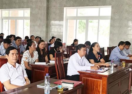 Tập huấn, bồi dưỡng kỹ năng hoạt động cho đại biểu HĐND huyện và các xã, thị trấn năm 2018