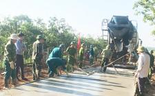 """Lực lượng vũ trang huyện """"Chung sức giúp dân xây dựng nông thôn mới"""""""