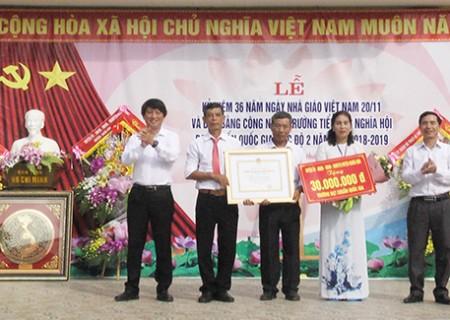 Trường Tiểu học Nghĩa Hội đón bằng đạt chuẩn quốc gia mức độ 2