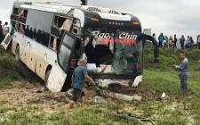 Tai nạn giao thông khiến 2 xe ô tô hư hỏng nặng