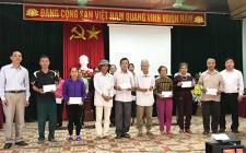 Công đoàn UBND huyện Nghĩa Đàn tặng quà tết cho các hộ nghèo xã Nghĩa Hưng