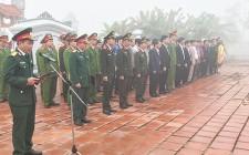 Lãnh đạo huyện Nghĩa Đàn dâng hương tại nghĩa trang liệt sĩ nhân dịp tết cổ truyền
