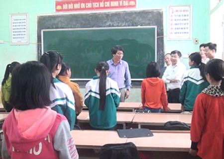 Đồng chí Lê Hồng Sơn kiểm tra tiến độ xây dựng trường chuẩn Quốc gia