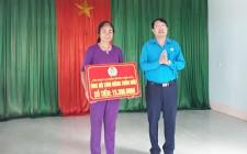 LĐLĐ huyện Nghĩa Đàn trao 40 ghế cho nhân dân xóm Vạn, Nghĩa Thắng