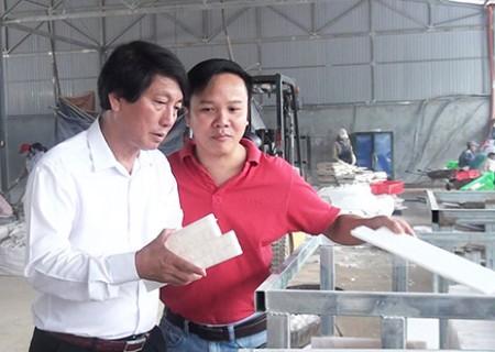 Chủ tịch UBND huyện Nghĩa Đàn kiểm tra tình hình sản xuất kinh doanh tại công ty Cổ phần Viet Home Stone