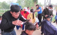 Đoàn xã Nghĩa Lạc cắt tóc miễn phí cho hơn 60 học sinh