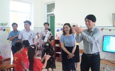 Đồng chí Lê Hồng Sơn kiểm tra cơ sở vật chất các trường học trên địa bàn