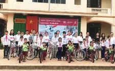 Trao 20 xe đạp cho học sinh có hoàn cảnh khó khăn xã Nghĩa Hồng