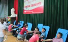 Hơn 800 tình nguyện viên tham gia hiến máu