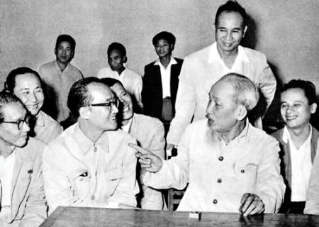 Tư tưởng Hồ Chí Minh về trọng dụng trí thức và những gợi mở cho hôm nay