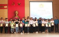 LĐLĐ biểu dương 58 con CNVCLĐ học giỏi các cấp  năm 2019