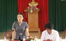 Đồng chí Hoàng Thị Thu Trang làm việc với xã Nghĩa Khánh