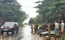 Va quyệt với xe tải khiến một người bị thương nặng