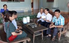 Cơ quan Huyện ủy tặng quà nạn nhân chất độc da cam/dioxin