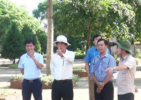 Đồng chí Lê Hồng Sơn kiểm tra CSVC các trường học xây chuẩn Quốc gia