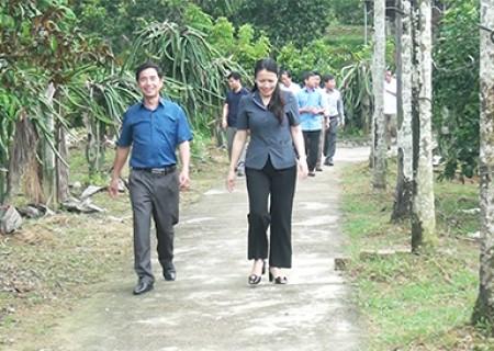 Nghĩa Đàn tham quan, tìm hiểu quá trình xây dựng vườn mẫu tại huyện Thanh Chương