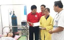 Hội CTĐ huyện Nghĩa Đàn trao quà cho bệnh nhân có hoàn cảnh khó khăn đang điều trị tại Trung tâm y tế huyện