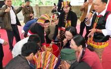 Đồng chí Cao Thị Hiền dự Ngày hội Đại đoàn kết toàn dân tộc tại khu dân cư Trung Thịnh xã Nghĩa Trung