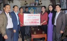 MTTQ tỉnh Nghệ An trao tiền hỗ trợ xây dựng nhà đại đoàn kết cho hộ nghèo