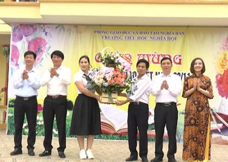 Đồng chí Lê Hồng Sơn  thăm, chúc mừng các trường MN, TH, THCS Nghĩa Hội nhân ngày 20/11