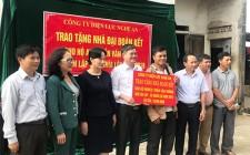 Trao tiền hỗ trợ làm nhà cho hộ nghèo tại Nghĩa Đàn